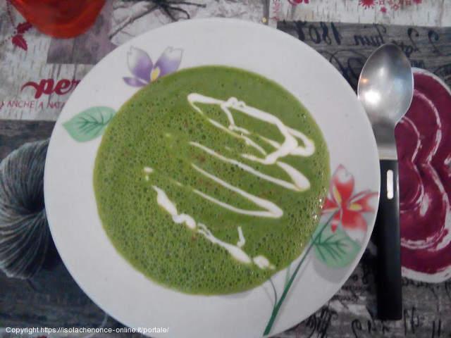 Crema di spinaci con pistacchi